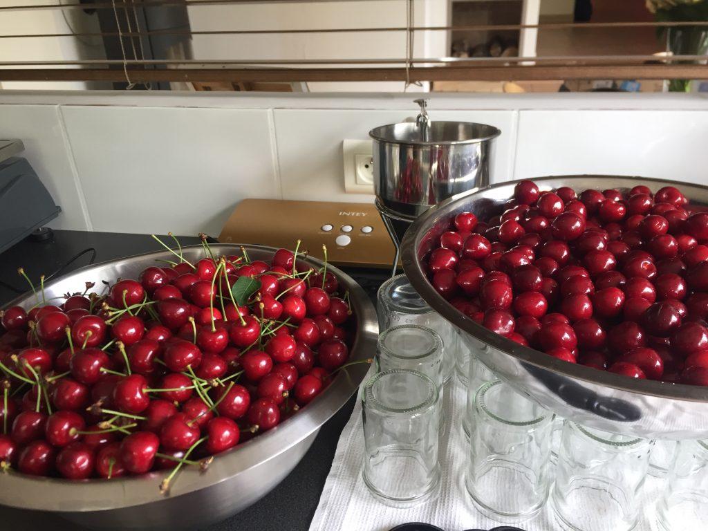 préparation confiture cerise atelier des jardins gourmands